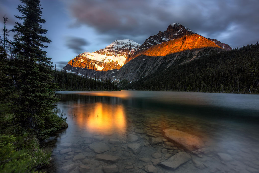 mount-edith-cavell-reflecting-in-edith-cavell-lake-best-photography-spots-in-jasper-national-park